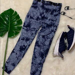 Victoria's Secret PINK blue tie dyed leggings M